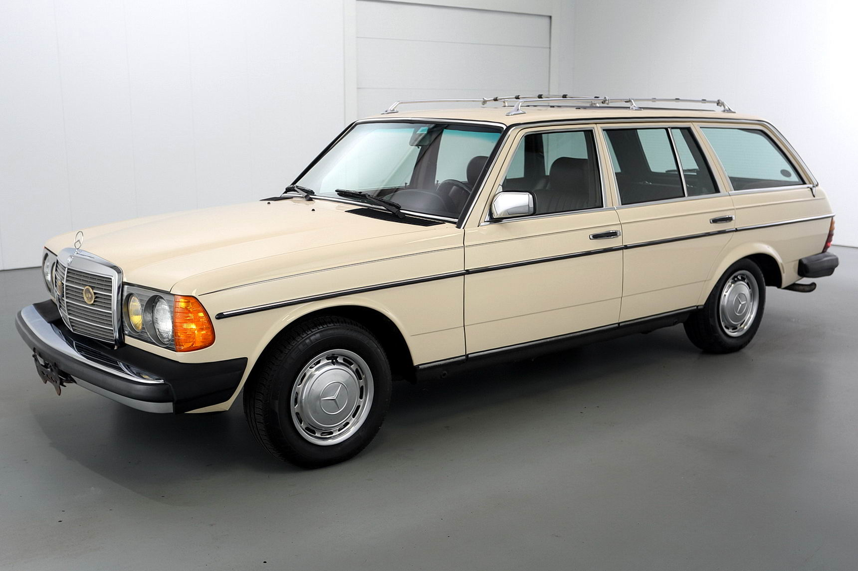 1985 mercedes benz 300td estate wagon brutal motors for Mercedes benz of hoffman estates